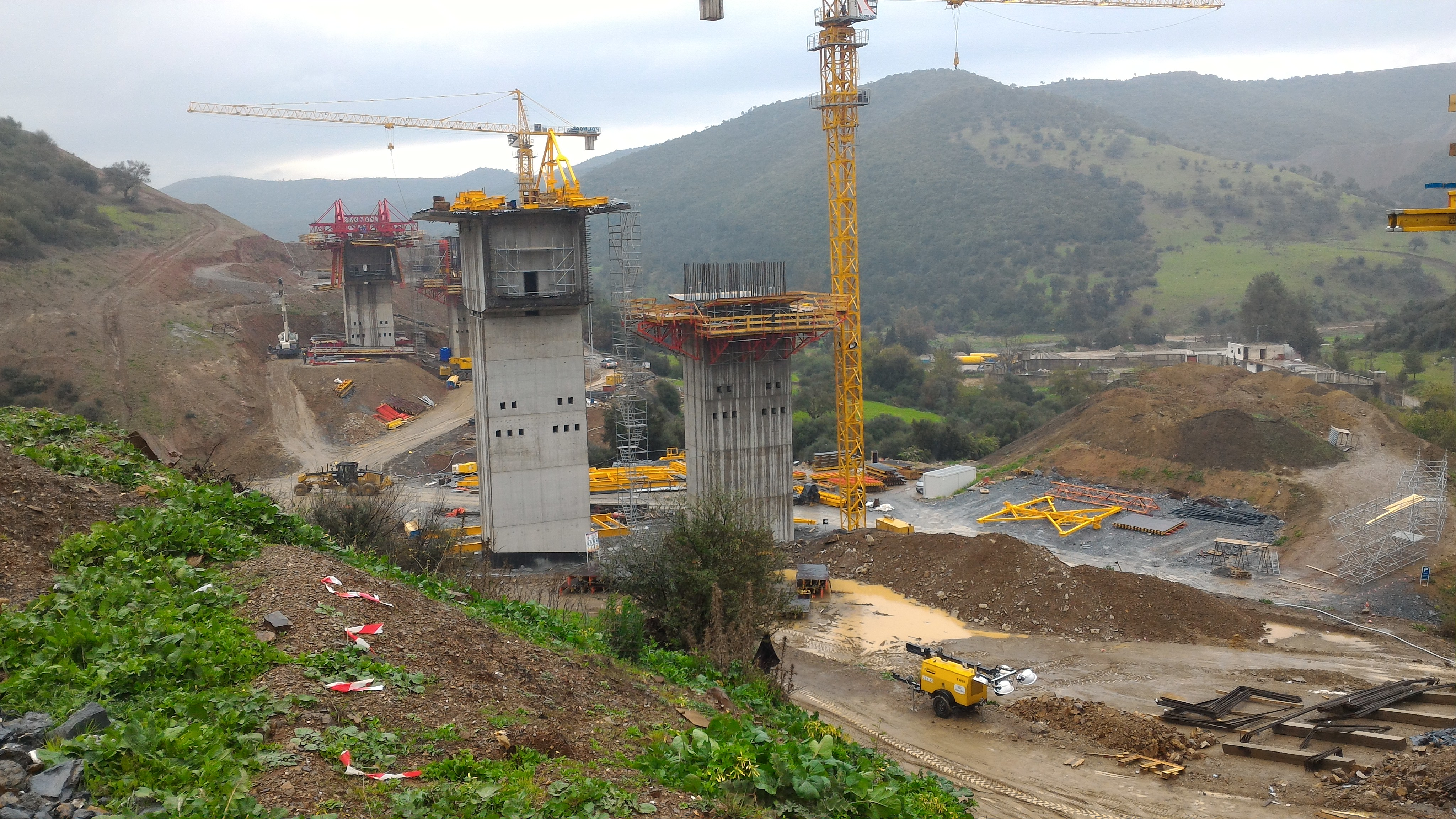 Highway penetration link from Tizi Ouzou to the Algeria East-West Highway at Djebahia